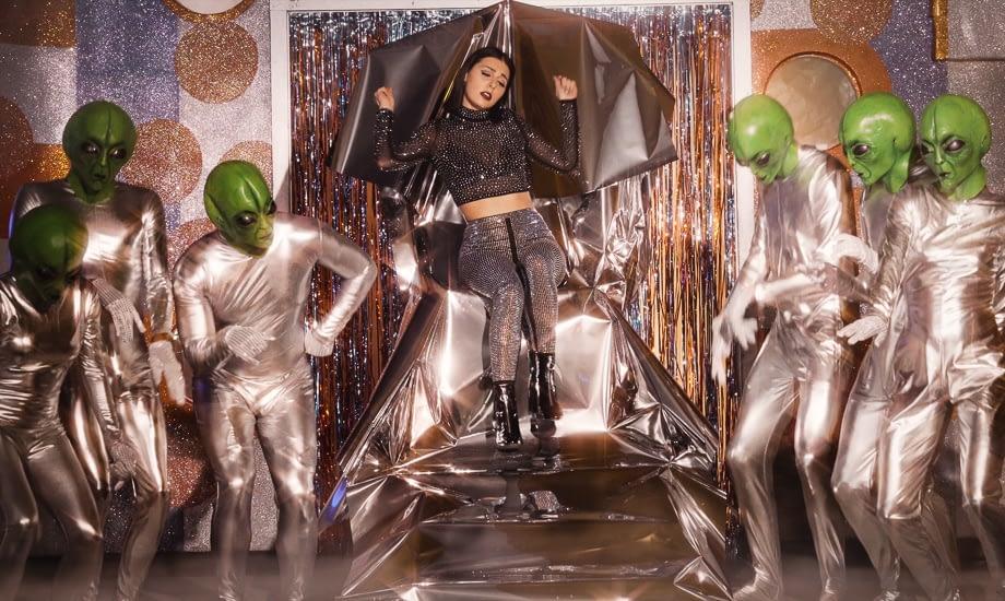 Shi la Rosa - Space Queen
